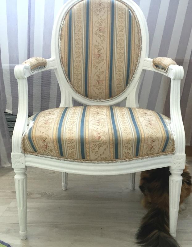 2-peinture-fauteuil-bois-2doigtsdidee