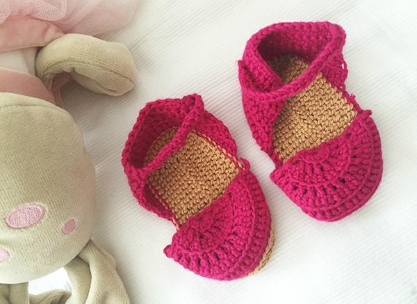 sandales-roses-crochet-bebe-2doigtsdidee