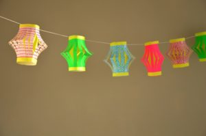 tuto-guirlande-lanternes-papier-2doigtsdidee