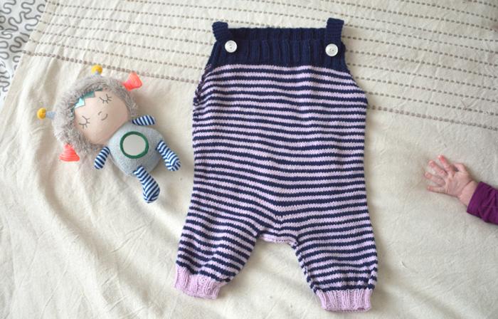 Salopette tricotée pour petit bébé