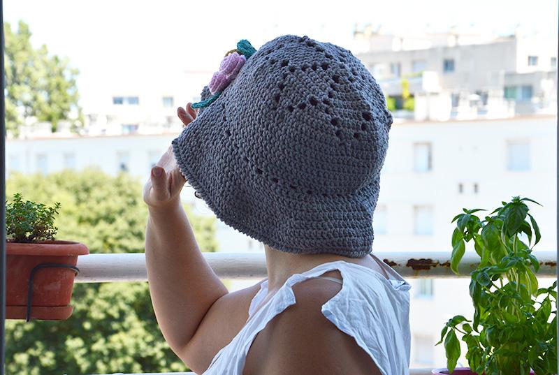 chapeau crochet motif fleur