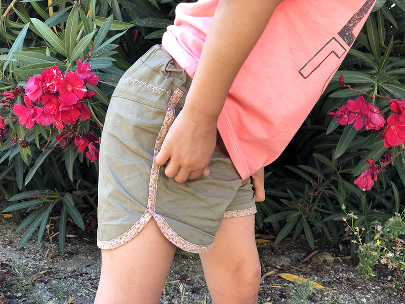 couture short fille finitions girly