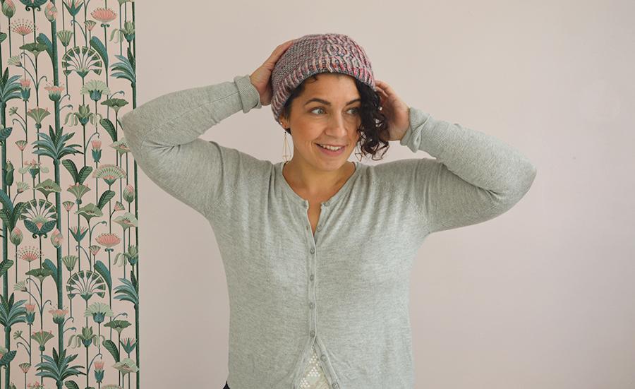 bonnet tricoté avec restes de laine
